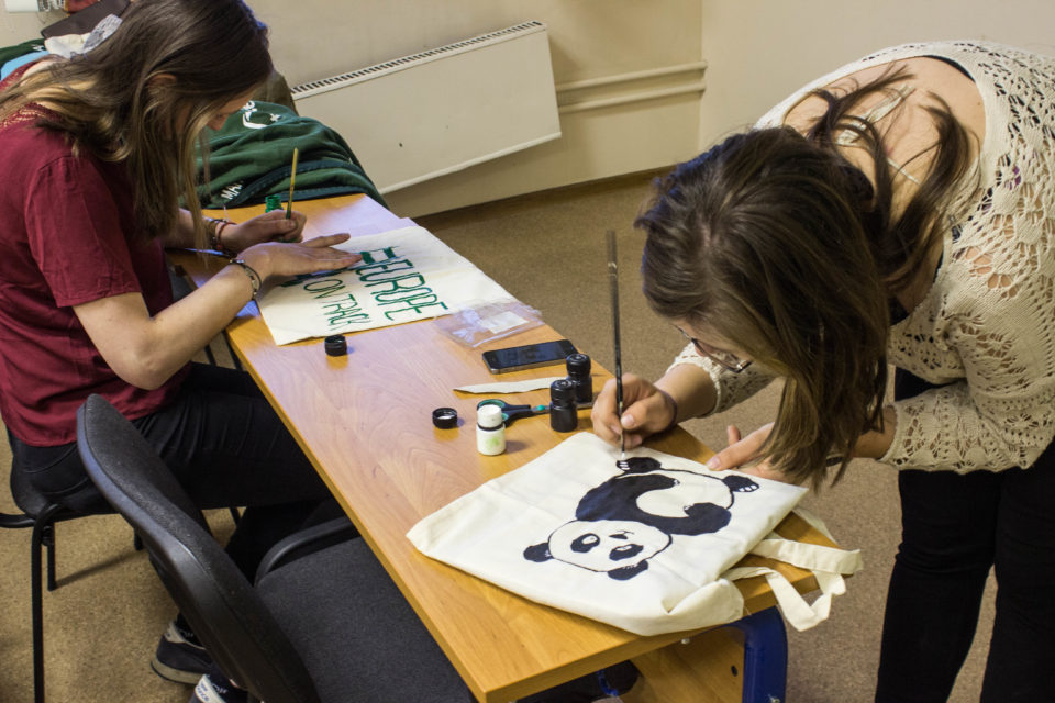 Eco-bag painting workshop with HSE_Green